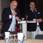 Dr. med. Dipl. Ing. Thomas Giesen und Ralf Kollinger gemeinsam am Mikrofon zum Thema erfolgreiche Photodynamische Therapie und Chlorin E6 in der Tumortherapie