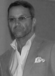 Ralf Kollinger, Hyperschall, das unsichtbae Licht - Einführung in die Hyperschallakustik habe ich von Herrn Gebbensleben persönlich erhalten