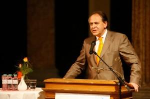 Wiener Star-Onkologe Christoph Zielinski, Chef der Universitätsklinik für Innere Medizin I am Wiener AKH (Pressefoto: www.europadonna.at)