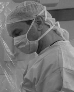 Ralf Kollinger, nur der Blick Vorort und am Geschehen kann den unglaublichen Therapieansatz der PDT veranschaulichen. Der Dank geht an den Chirurgen Prof. Aigner und dem vielversprechenden Medizinier Dr. Thomas Giesen