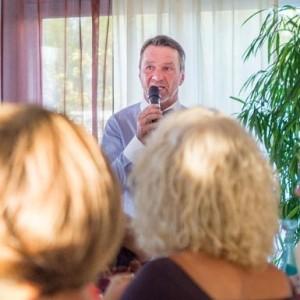 Moderation: Der Gründer und Initiator des Frankfurter Consilium,  Ralf Kollinger